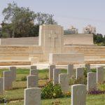 האנדרטה המרכזית בבית הקברות